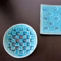 戸出克彦「青釉皿」